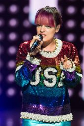 Lily Allen Performs at the Wells Fargo Center in Philadelphia - August 2014