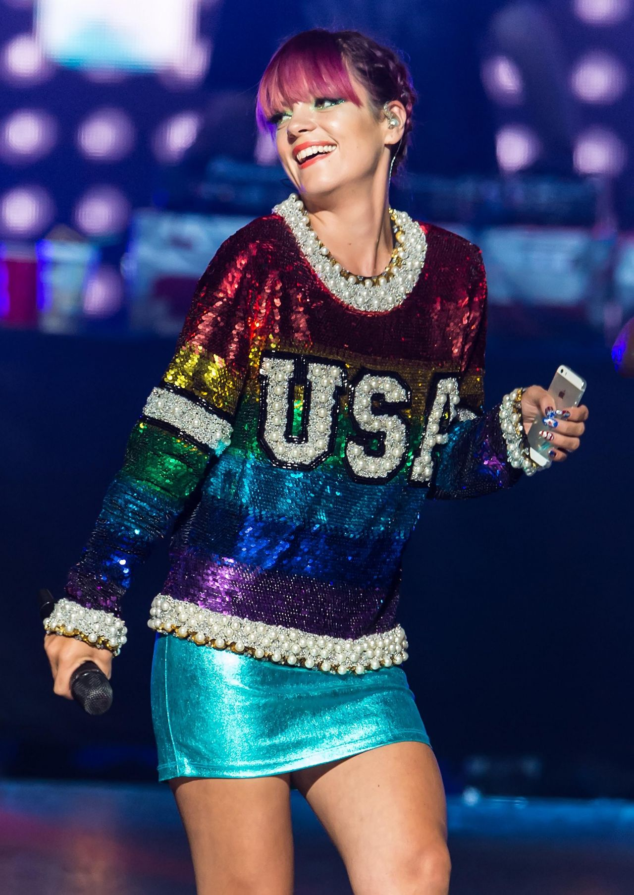 Lily Allen Performs at the Wells Fargo Center in ... Lily Allen