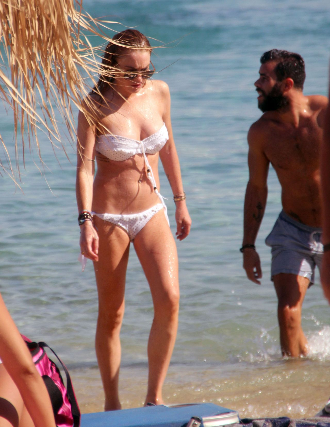 Foto Lindsay Lohan Pamer Payudara Di Yunani Oleh Paparazzi 2