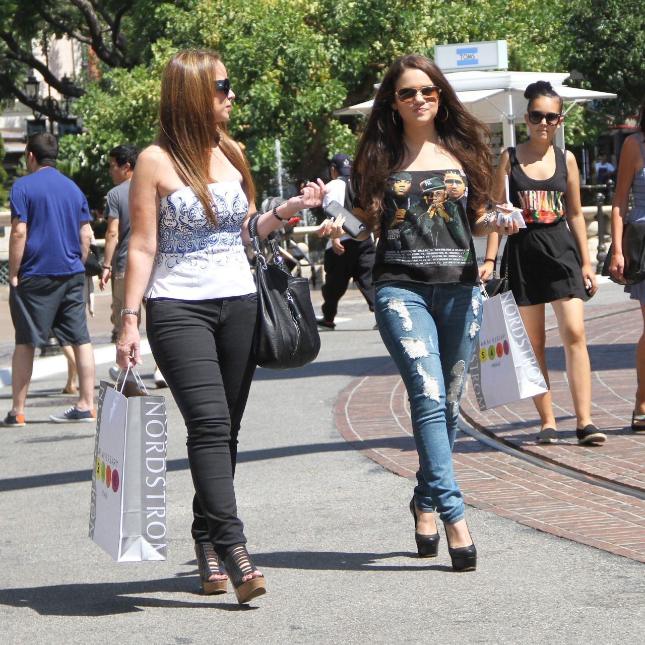 Madison Pettis  Out at The Grove in Los Angeles With a - Hairstyles Fall 2015