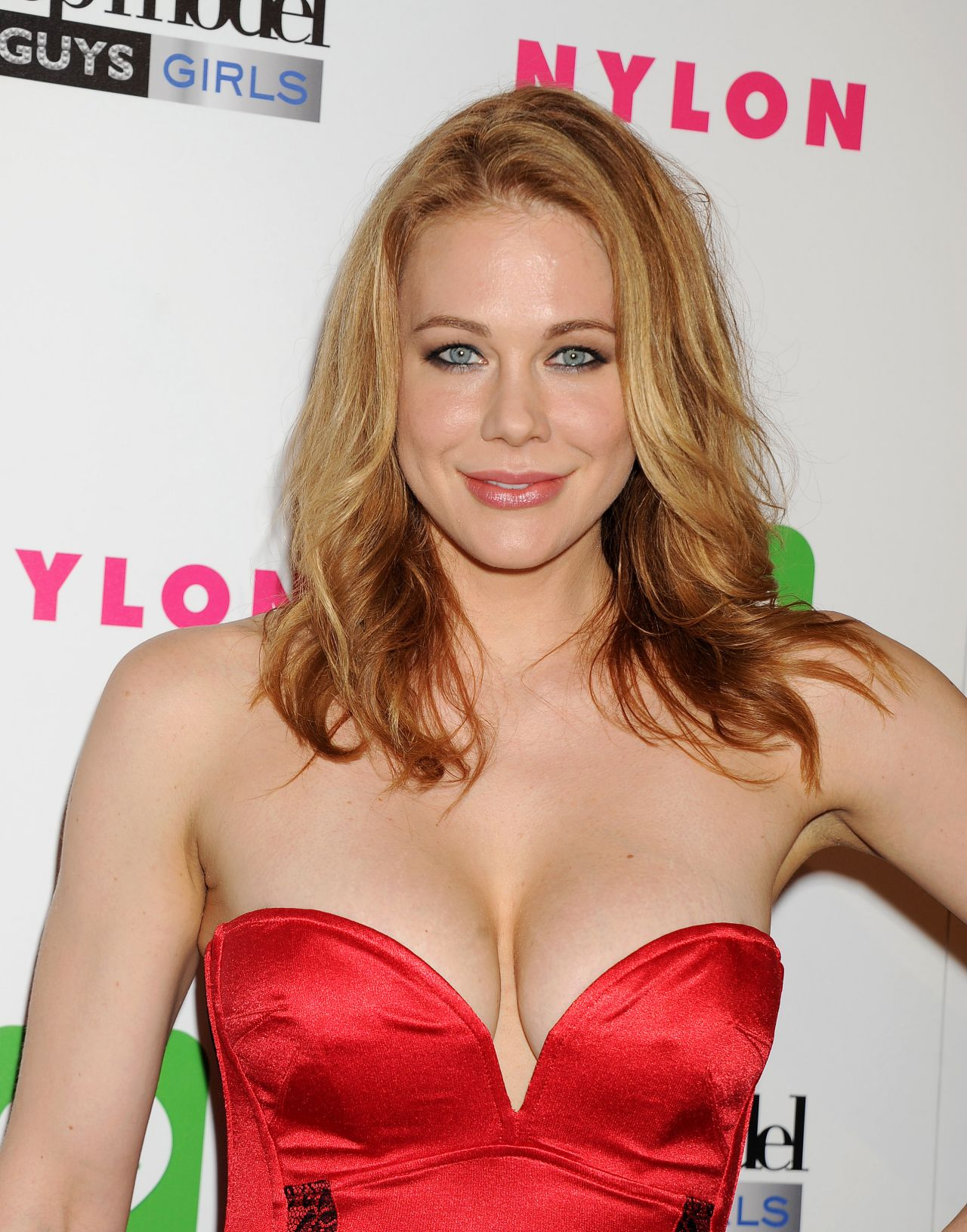 Photo of Maitland Ward and her 2018 chic make up style, products & tips