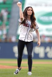 Megan Fox Throws out 1st Pitch at LG Twins vs Doosan Bears Game in Seoul