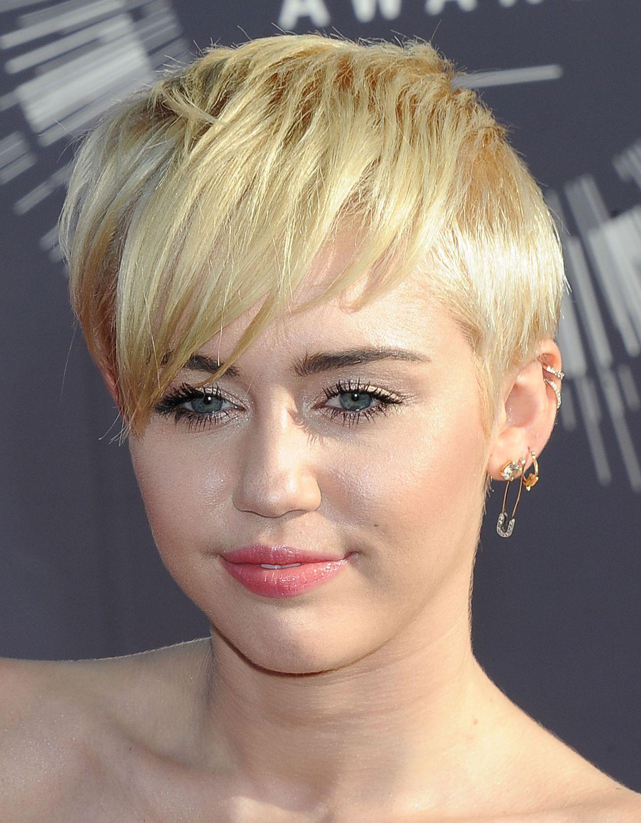 Viva Home Comfort >> Miley Cyrus – 2014 MTV Video Music Awards in Inglewood