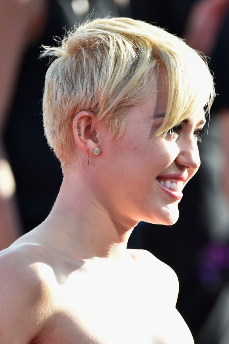 Miley cyrus 2015 mtv video music awards - 4 2