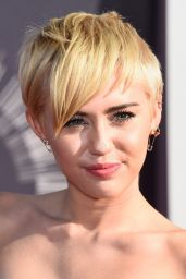 Miley Cyrus – 2014 MTV Video Music Awards in Inglewood