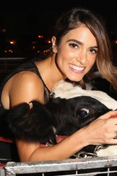 nikki-reed-beyond-hunger-gala-august-2014_11