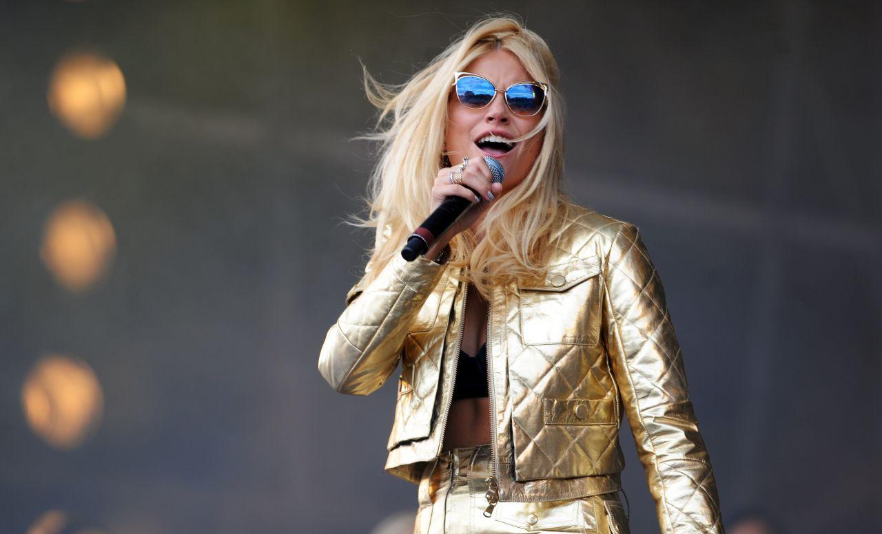 Pixie Lott - V Festival in Chelmsford, England - Day 1
