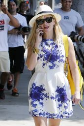 Reese Witherspoon in Summer Dress - Visiting a Salon in Los Angeles - August 2014