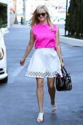Reese Witherspoon Meeting up With a Friend for Lunch at Sky Bar in LA