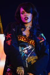 Rihanna - The Monster Tour at the Rose Bowl in Pasada - August 2014