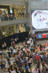 Rita Ora Performs at Mall of America - August 2014
