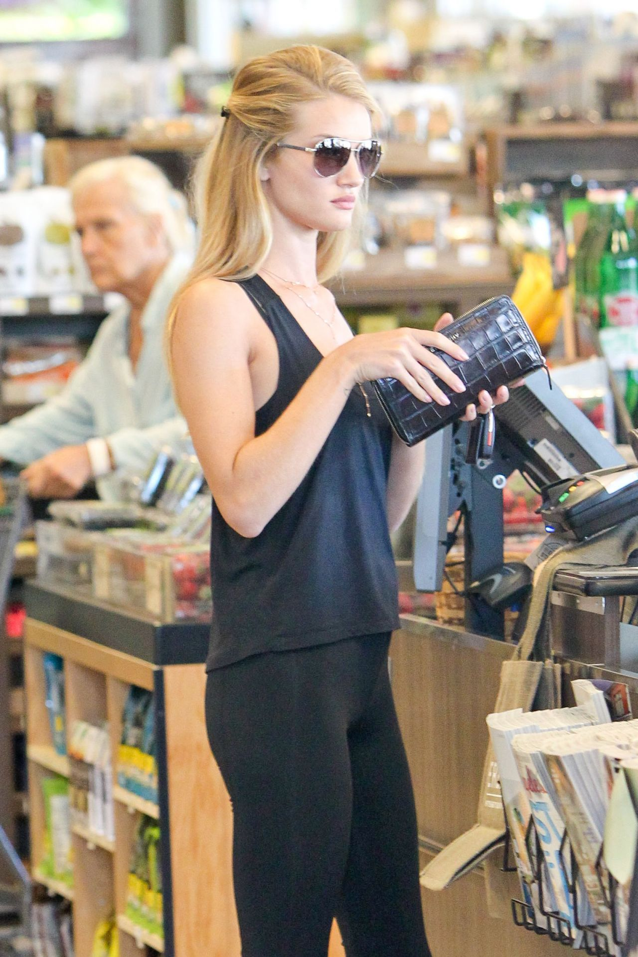 Rosie Huntington-Whiteley at Erewhon Natural Foods Market in West Hollywood - August 2014