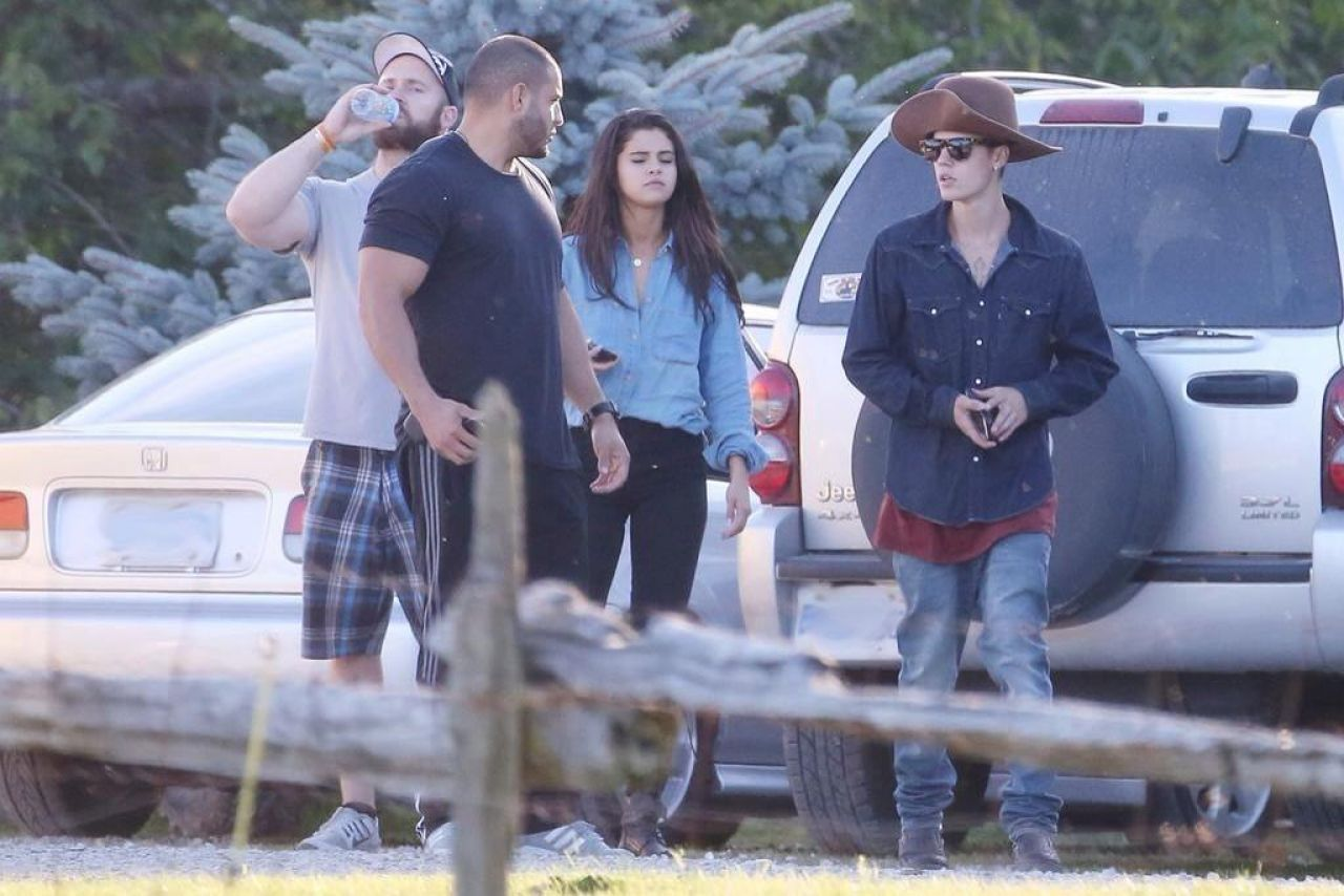 is selena gomez dating justin 2014 Selena gomez & the scene released their from 2010 to 2014, gomez released selena first started dating justin bieber in 2010 but they made their first.