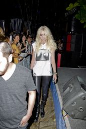Taylor Momsen - Pool Party at Harrah