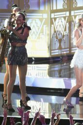 Taylor Swift Performs at 2014 MTV Video Music Awards