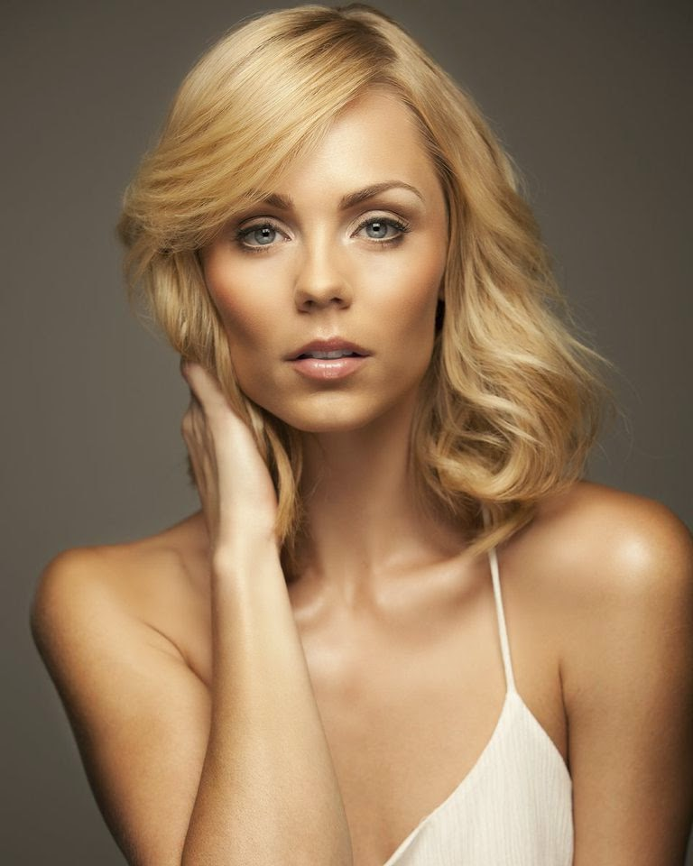 Laura Vandervoort Photoshoot September 2014
