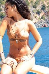 Rihanna-07