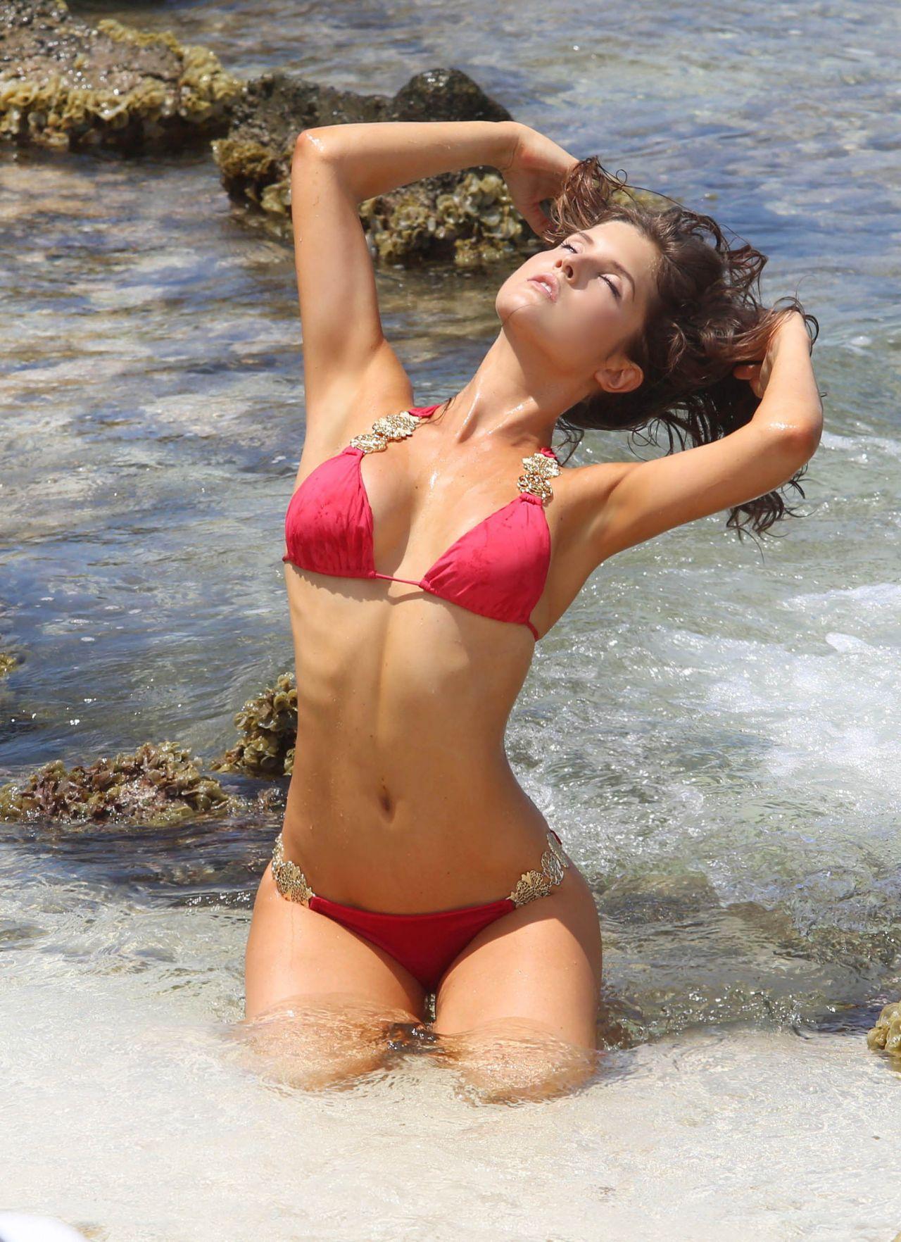 Amanda im Bikini