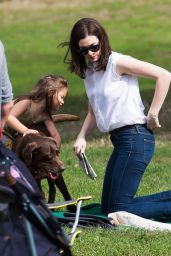 Anne Hathaway Filming