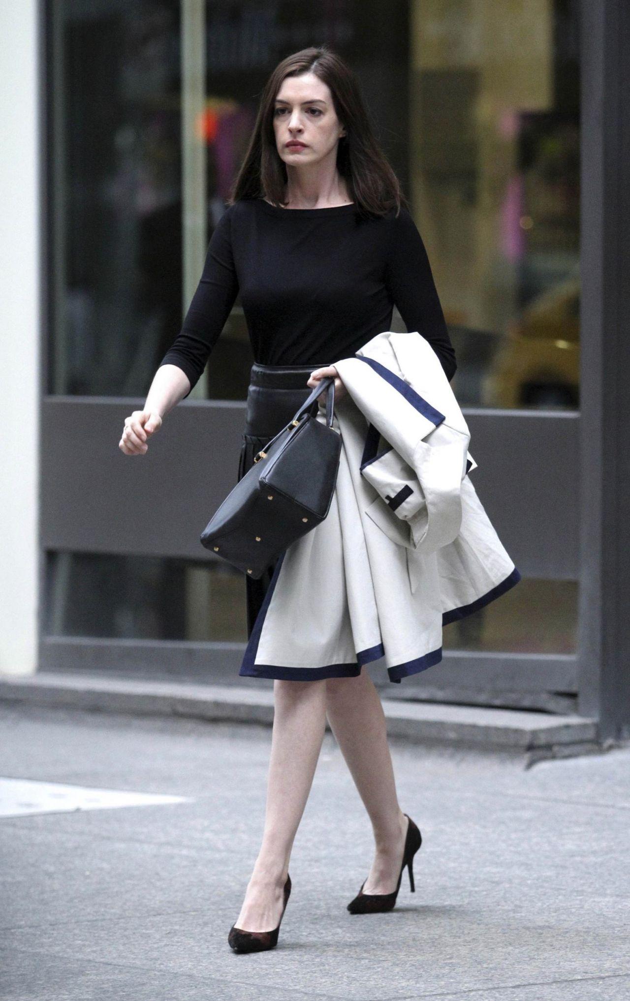 Anne Hathaway Leggy