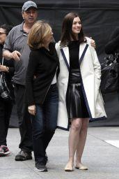Anne Hathaway Leggy -
