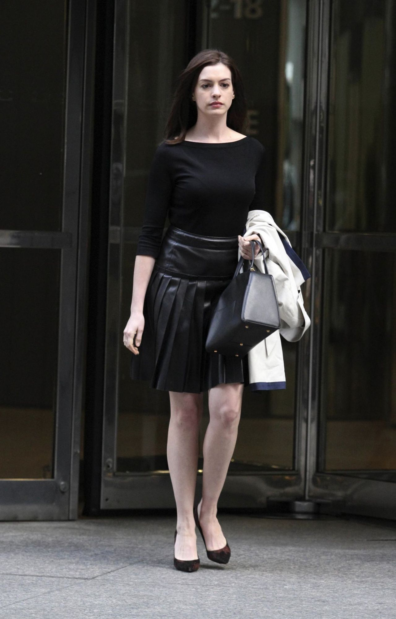 Anne hathaway in late night with jimmy fallon 2012 - 1 9