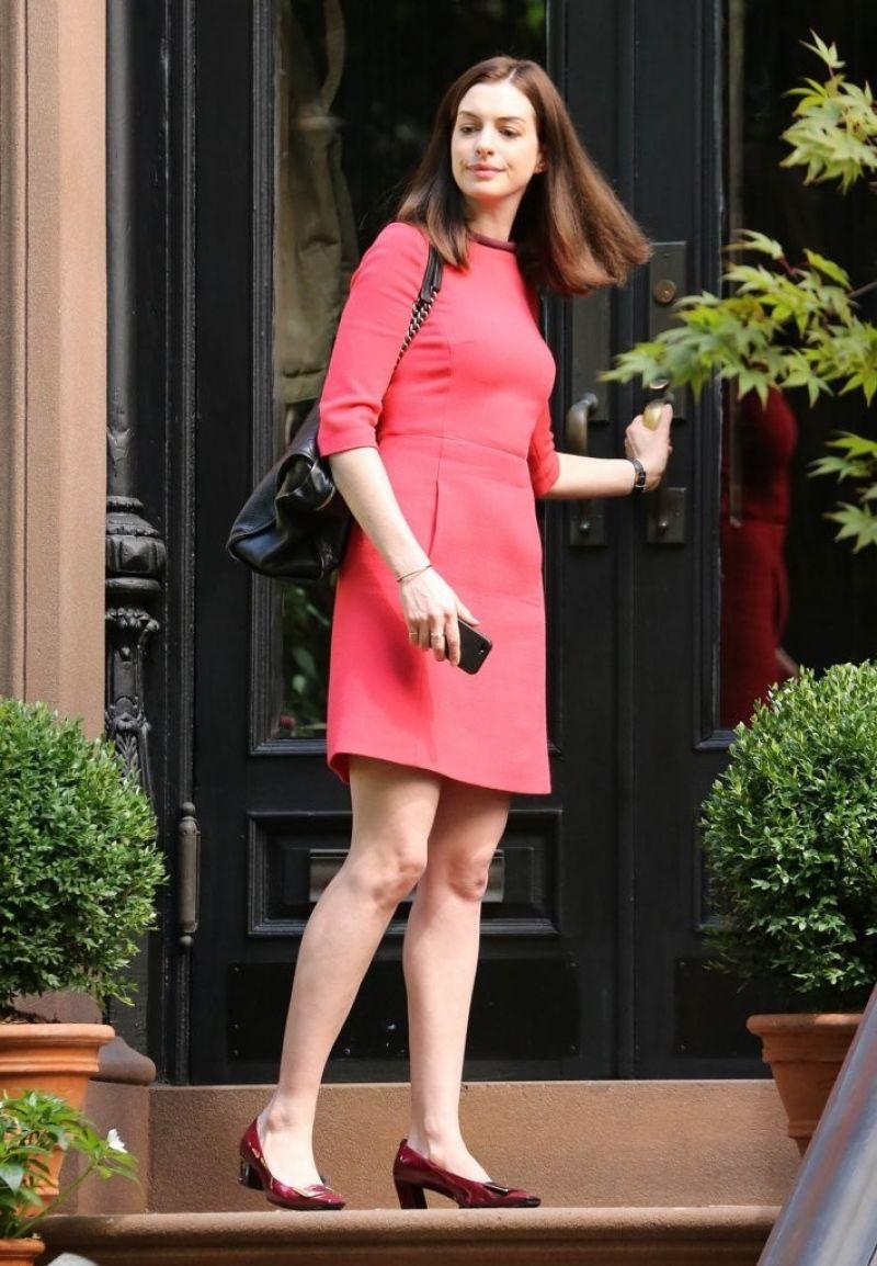 Anne Hathaway The Intern Set Photos New York City