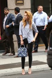Bella Thorne in Black Skinny Jeans Trying to Get a Cab in New York City - Sept. 2014