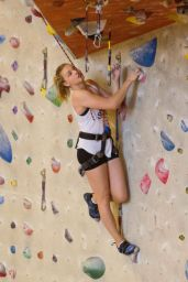 Chloe Moretz - Indoor Rock Climbing in Atlanta