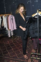 Chrissy Teigen - Celebrates the New Piperlime Collection in Los Angeles