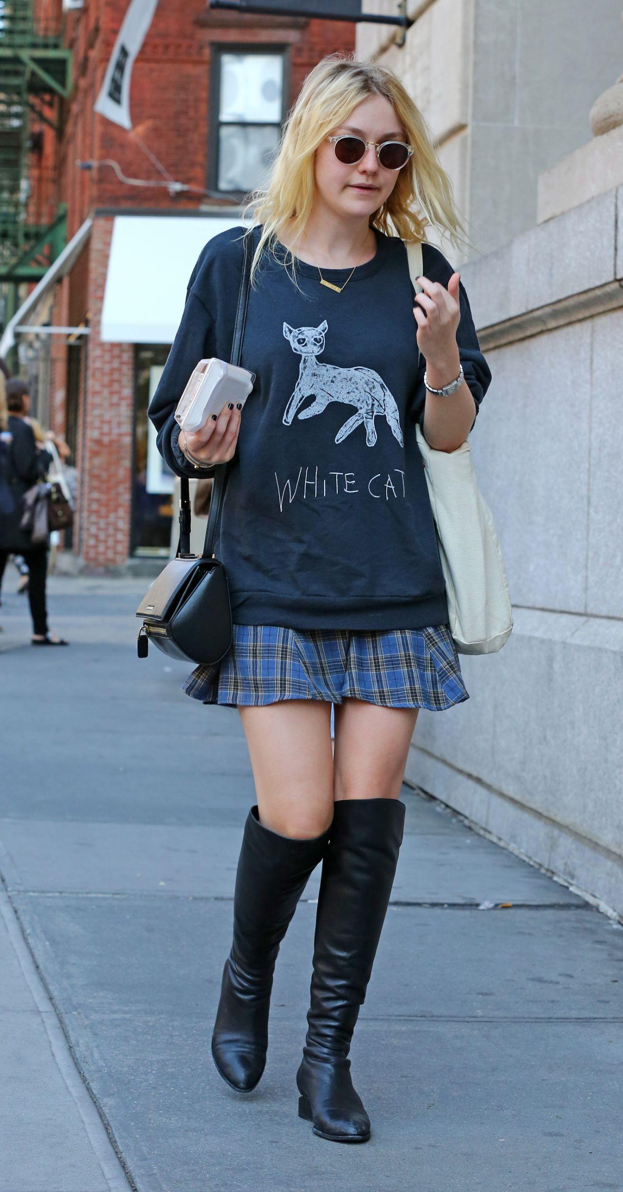 Dakota Fanning Street Style - Out in New York City - September 2014