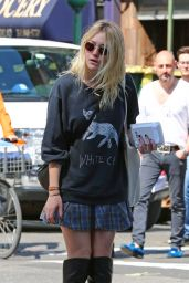 Dakota Fanning Street Style - Out in New York City - September 2014