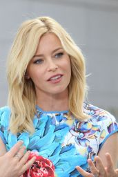 Elizabeth Banks on the Set of