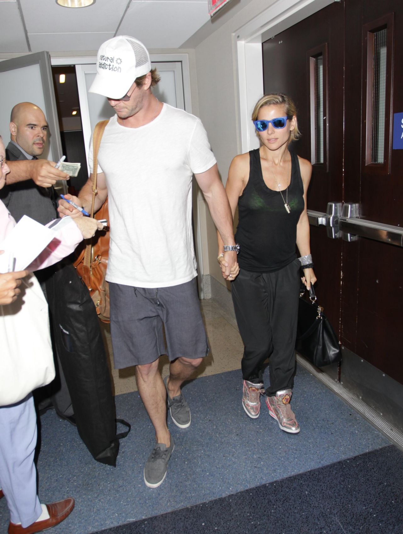 Elsa Pataky & Chris Hemsworth - Aarrives at LAX Airport in Los Angeles -  August 2014 • CelebMafia