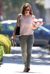 Jennifer Garner Leaving Coffee Bean in Los Angeles - September 2014