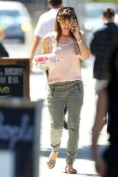 Jennifer Garner Leaving Coffee Bean in Los Angeles - September 2014