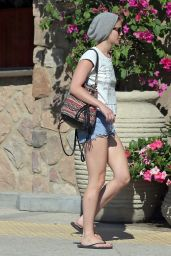 Jennifer Lawrence in Jeans Shorts Out in Los Angeles - September 2014