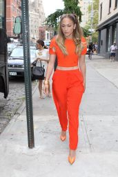 Jennifer Lopez - Leaving Her Apartment in New York City - September 2014