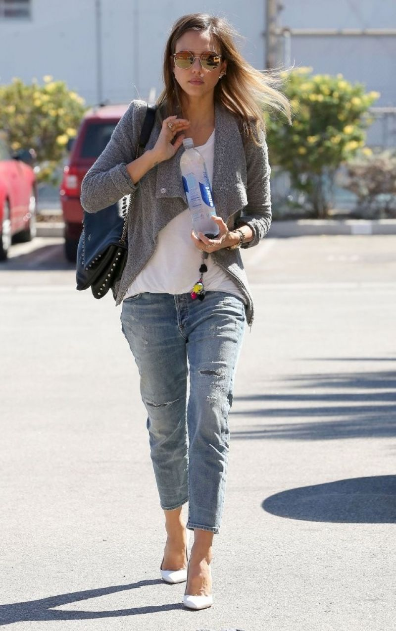 Jessica Alba Casual Style Out In Santa Monica September 2014