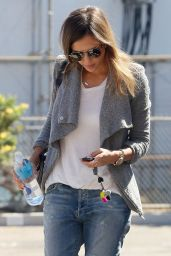Jessica Alba Casual Style - Out in Santa Monica, September 2014