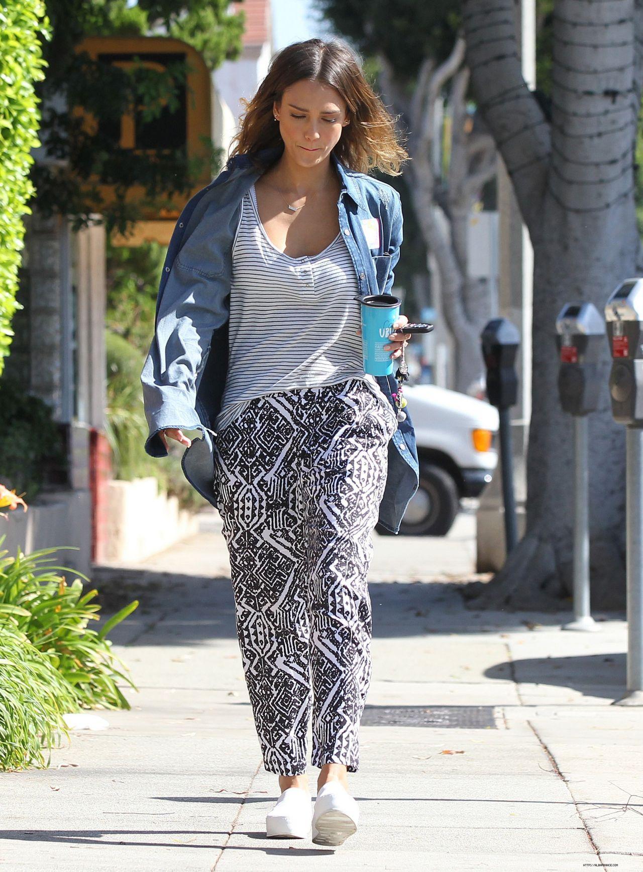 Jessica Alba - Out in Santa Monica - September 2014
