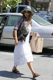 Jessica Alba Shopping at Ralphs in Malibu - August 2014