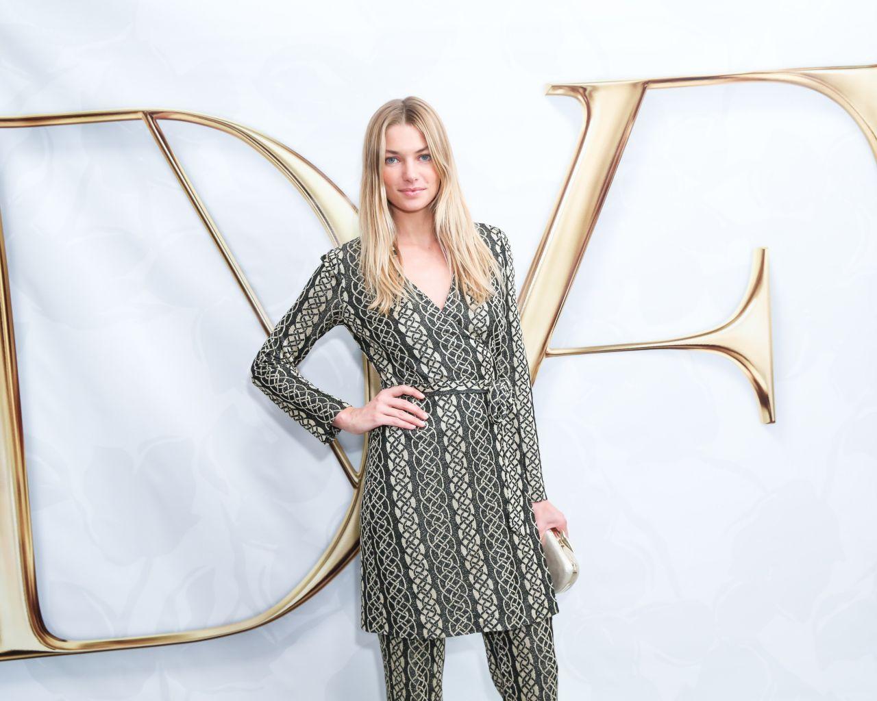 Jessica hart diane von furstenberg spring 2015 runway for Diane von furstenberg new york