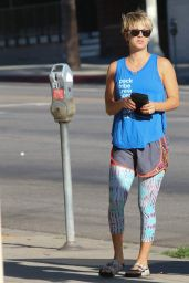 Kaley Cuoco Arriving For a Yoga Class - August 2014