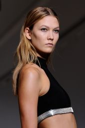 Karlie Kloss Walks the Runway - Mugler Show in Paris - September 2014