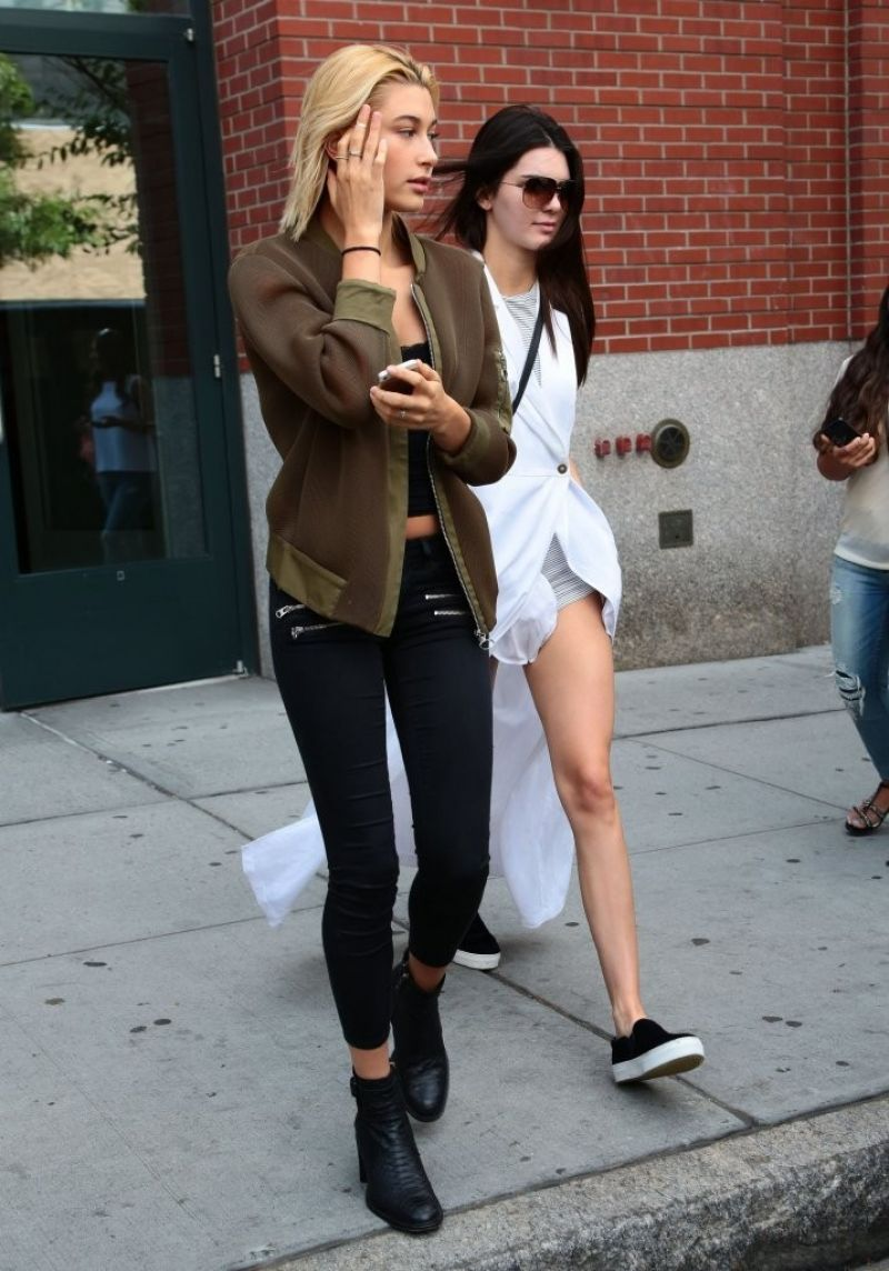 831b448fe2b1 Kendall Jenner and Hailey Baldwin Style - Out in New York City - August 2014