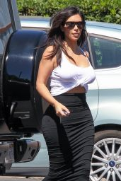 Kim Kardashian - Arriving at the Bunim Murray Production Office in Los Angeles - September 2014