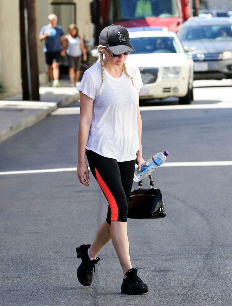 Kirsten Dunst Booty in Tights at a Gym in Los Angeles, Spet. 2014