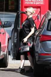 Kirsten Dunst Booty in Tights - Going to a Gym in Los Angeles, September 2014