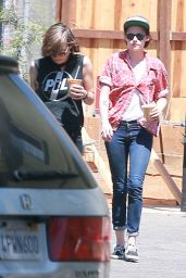 Kristen Stewart Out in Los Angeles With Friends - August 2014